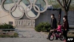 """Phía trước sân vận động """"Tổ chim"""", nơi diễn ra Olympic Bắc Kinh 2008"""