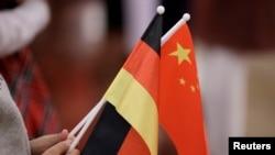 资料照:中国和德国国旗