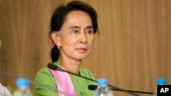 Konstitusi yang disusun militer Myanmar melarang pemimpin oposisi Aung San Su Kyi menjadi presiden (foto: dok).
