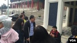 台北的中正紀念堂附近的自由廣場上的遊客。 (美國之音蕭洵拍攝)
