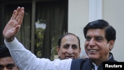 Pakistan's Prime Minister Raja Pervez Ashraf waves to media in Islamabad, June 22, 2012.