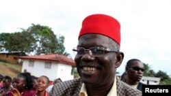 Prince Johnson pada saat melakukan kampanye sebagai calon presiden di desa Demeh di Bomi County, Liberia, 14 September 2011. Mantan panglima perang ini mendukung pencalonan George Weah sebagai presiden Liberia dalam pemilihan presiden putaran kedua bulan depan.