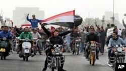 開羅仍有大批示威者上街。