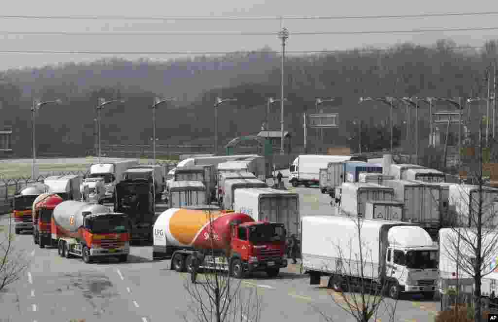 Južnokorejska vozila se vraćaju pošto im je zabranjen ulaz u zajedničku industrijsku zonu Kesong.