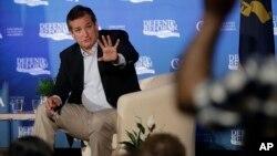El senador por Texas, Ted Cruz, debate sobre la reforma a la ley de salud en Austin, Texas.