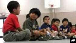 Chính phủ Hoa Kỳ đang ra sức truyền bá một thông điệp để cho các bậc cha mẹ ở Trung Mỹ biết rằng con cái của họ đối mặt với những mối rủi ro không thể chấp nhận được khi các em vượt biên sang Mỹ.
