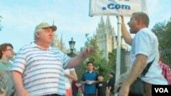 Rob Sivulka ispred mormonske crkve u Salt lake City-u