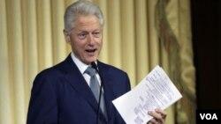 ອະດີດປະທານາທິບໍດີ Bill Clinton ແມ່ນຜູ້ນຶ່ງໃນຈຳນວນ 16 ຄົນທີ່ຈະໄດ້ຮັບຫລຽນໄຊອິດສະຫຼະພາບ ຫຼື Medal of Freedom ຂອງ ສະຫະລັດ.