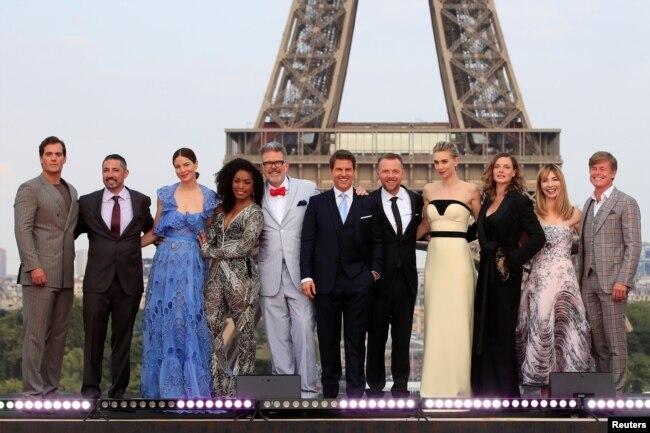 """Đạo diễn Director Christopher McQuarrie, diễn viên Tom Cruise, nhà sản xuất Jake Myers giới thiệu phim """"Mission Impossible"""" hồi năm 2018"""