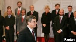 Longueira era el candidato de la Unión Oficialista y daba esperanzas frente a la candidata Michelle Bachelet.