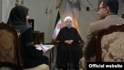 برعکس محمود احمدی نژاد، حسن روحانی در کابینه خود از زنی به عنوان وزیر استفاده نکرد.