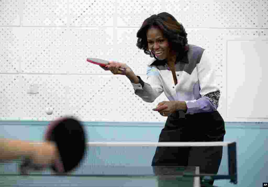 U.S. first lady Michelle Obama plays table tennis at the Beijing Normal School, a school that prepares students to attend colleges overseas, March 21, 2014.