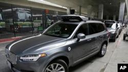 Ảnh tư liệu - Một chiếc xe Uber tự lái tham gia cuộc kiểm tra tại San Francisco ngày 13/12/ 2016.