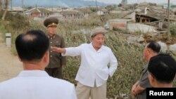 北韓中央通訊社照片顯示北韓領導人金正恩9月5日視察一個沒有說明的地點。