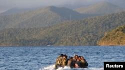 菲律宾海军在斯普拉特利群岛附近巡逻(2014年3月31日资料照片)
