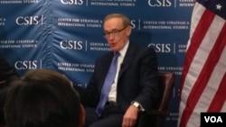 澳大利亚外长卡尔3月22日在华盛顿智库战略与国际研究中心(美国之音莉雅拍摄)