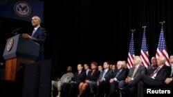 Obama dijo que la nueva ley dará a la Administración de Veteranos más recursos para fondos, instalaciones, médicos y personal de enfermería.