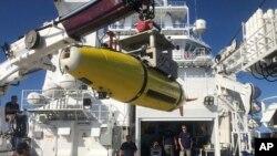 """在""""海燕""""號科考船上,研究人員通過水下機器人尋找二戰中這場大戰的線索。"""