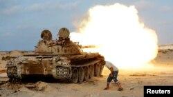 Pasukan pemerintah Libya yang didukung PBB dalam pertempuran melawan militan ISIS di Sirte, Libya, 2 Agustus 2016 (foto: dok).