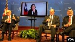 台灣總統蔡英文2019年3月27日從過境地點夏威夷通過視訊對美國智庫傳統基金會發表演說(美國之音鐘辰芳拍攝)