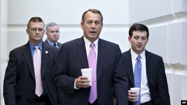 El presidente de la Cámara de Representantes, John Boehner, se dirige a la sesión en la que se aprobó la ayuda a las víctimas de Sandy.