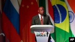 Rais wa Afrika Kusini Cyril Ramaphosa akihutubia katika ufunguzi wa mkutano wa BRICS Johannesburg, Afrika Kusini,Julai 25, 2018.