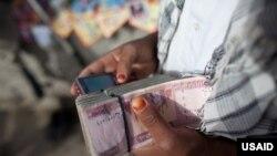 بانک مرکزی:ذخیرۀ پولی افغانستان میتواند از بحران احتمالی مالی جلوگیری کند