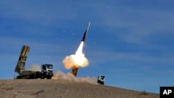 Phi đạn Sayyad 2 được hệ thống phòng không Talash Iran phóng đi trong một cuộc tập trận (ảnh do quân đội Iran cung cấp ngày 5/11/2018)