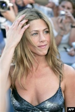 Məşhurlar: Cenifer Aniston (video)
