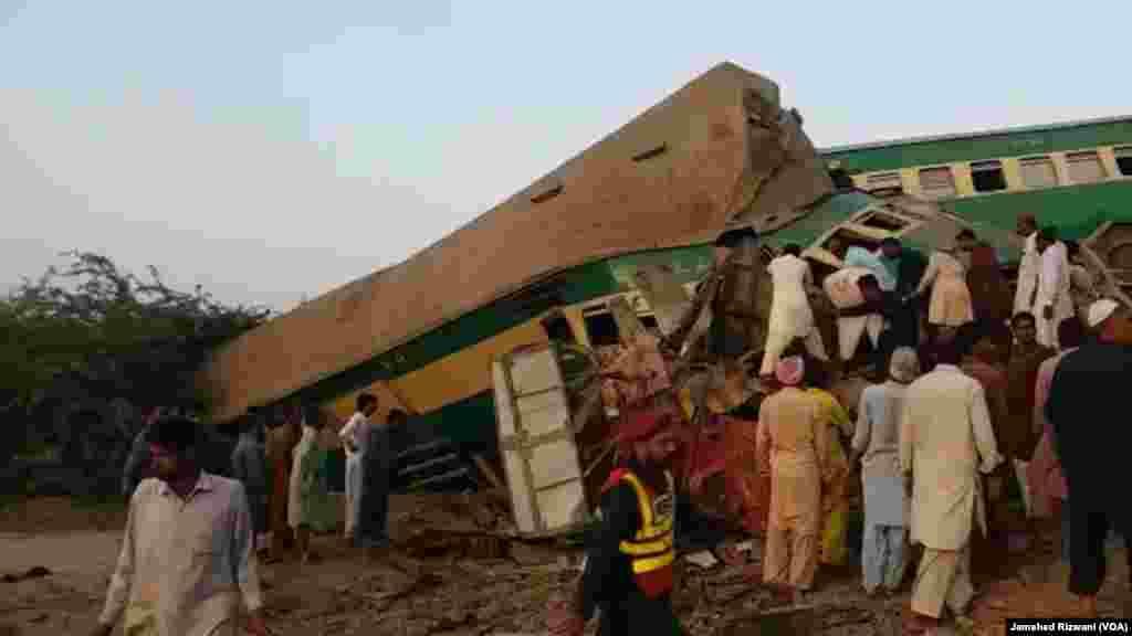 حادثے کے فوری بعد مقامی افراد نے اپنی مدد آپ کے تحت امدادی سرگرمیاں شروع کیں۔ بعد ازاں امدادی اہلکار اور پولیس بھی جائے واقعہ پر پہنچے۔