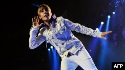 Singer Justin Bieber performs at Madison Square Garden on Tuesday, Aug. 31, 2010 in New York. (AP Photo/Evan Agostini)