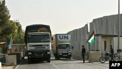 Kamioni UN-a prevoze zalihe u Rafah na prelazu Karem Šalom u južnom Pojasu Gaze
