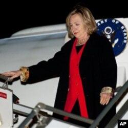 克林顿抵达乌兹别克