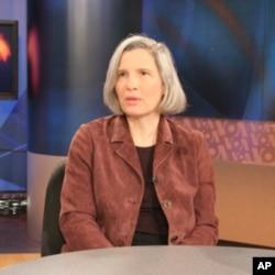 戴維森學院政治系教授任雪麗2008年接受美國之音節目訪問。