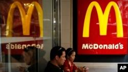 Activistas han convocado a marchas de protestas frente a las oficinas principales de McDonald's cerca de Chicago.