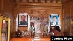 藏人家裡懸掛的習近平、毛澤東照片