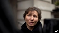 Marina Litvinenko, widow of former Russian intelligence officer Alexander Litvinenko, addresses media following pre-inquest review, London, Dec. 13, 2012.