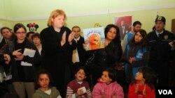 USAID yetkilisi Nancy Lindborg Türkiye ziyareti sırasında Gaziantep Islahiye Mülteci Kampı'ndaki çadır kenti ziyaret etti.