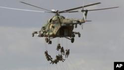 俄羅斯軍隊在奧倫堡舉行反恐軍演,來自中亞多國、中國與印巴的軍人參加了這次聯合演習。(2019年9月20日)