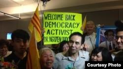Nhà hoạt động dân chủ người Mỹ gốc Việt Nguyễn Quốc Quân về tới Hoa Kỳ