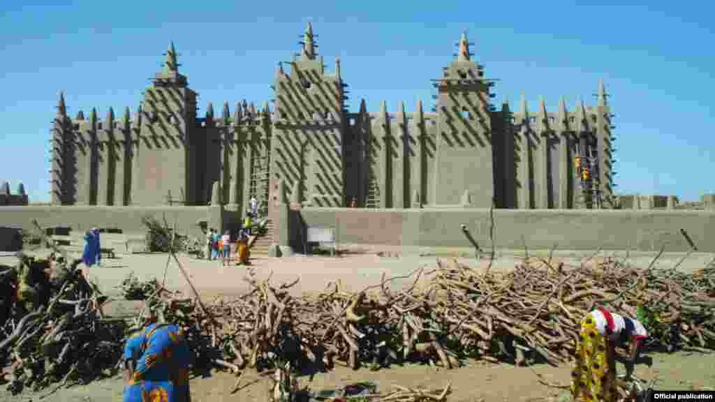 Džamija u Djenni, u Maliju, smatra se najvećom adobe strukturom u svijetu (Ljubaznošću: Unity Productions Foundation)