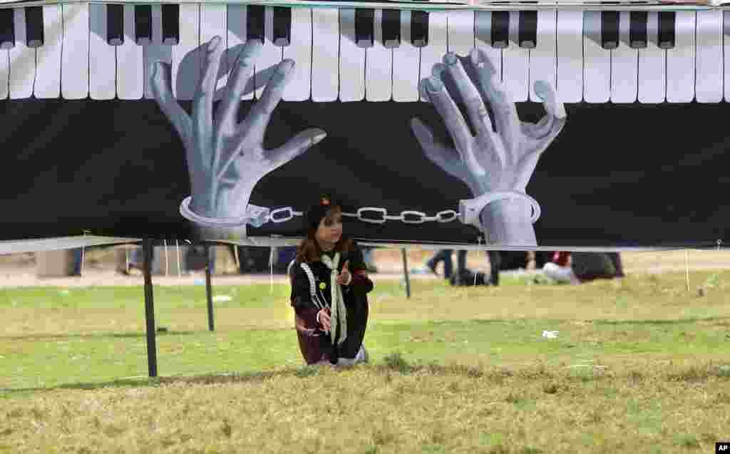 Gazze'de Filistinli bir öğrenci.