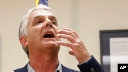 Un reportero del periódico Arizona Republic describe la dificultad para respirar que mostró el reo ejecutado.