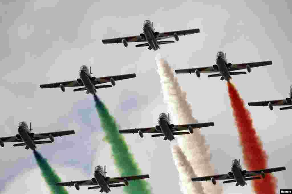 The Frecce Tricolori, the Italian Air Force Aerobatic Team, performs at the Malta International Airshow 2014 at Malta International Airport, outside Valletta, Sept. 27, 2014.