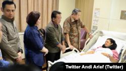Mantan ibu negara Ani Yudhoyono tengah dirawat di National University Hospital (NUH), Singapura karena menderita kanker darah. (Foto: Twitter Andi Arief).