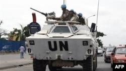 Миротворцы ООН патрулируют улицы Абиджана. Кот-д'Ивуар. 1 марта 2011 года