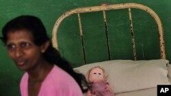 تصویری زنی که با کمک سازمان جهانی بهداشت در بیمارستان روانی دولتی بستری است. سری لانکا، آوریل ۲۰۱۳