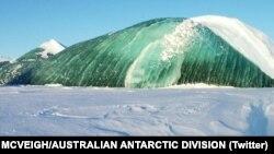 کوه یخ سبز زمردی