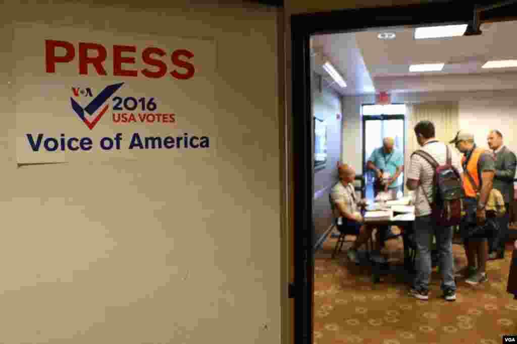 اتاق خبرنگاران صدای آمریکا.