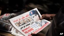 Halaman depan koran di Mesir, Kamis (4/7) sehari setelah pengambilalihan kekuasaan oleh militer dan penunjukkan Ketua MA sebagai pemimpin sementara.